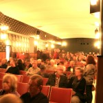 Die Reihen des Heimhof-Theaters füllen sich