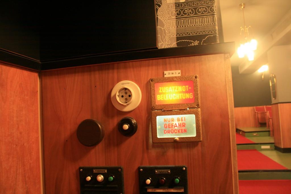 Beleuchtungskontrollen im Heimhof-Theater