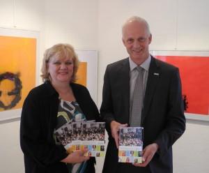 Neue Spielzeit 2013/2014: Kulturbeauftrage Katrin Mehlich und Bürgermeister Christoph Ewers stellten das Programm vor.