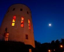 Die Ginsburg mit der Ginsberger Heide und dem Gillerbergturm ist ein wahres Naturpark-Juwel.